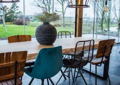 Houtvision-maatwerk-sloophout-industriële-meubelen-op-maat-gebruikt-hout-staal-eettafel-boomstam-blad-stalen-poten-boerderij-tuinhuis-landelijk-pa
