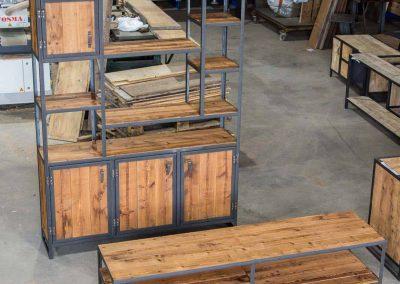 Houtvision-maatwerk-sloophout-industriële-meubelen-op-maat-gebruikt-hout-staal-vakkenkast-plato-roodbruin-tv-meubel-vakken-speels (1)