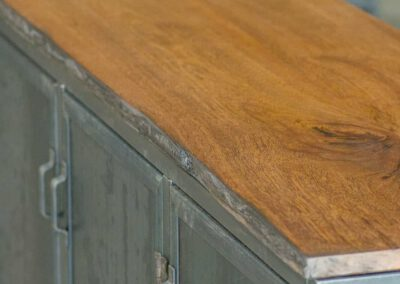 Houtvision-maatwerk-sloophout-hout-staal-meubelen-industrieel-stalen-deuren-kast-dressoir-hardhout-meerpalen-luxe-blauwstaal-vk