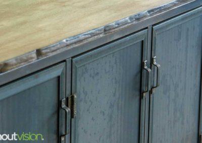 Houtvision-maatwerk-sloophout-hout-staal-meubelen-industrieel-stalen-deuren-kast-dressoir-hardhout-meerpalen-luxe-handgreepjes-blauwstaal-1