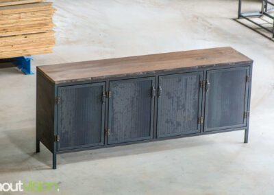 Houtvision-maatwerk-sloophout-hout-staal-meubelen-industrieel-stalen-deuren-kast-dressoir-hardhout-meerpalen-luxe-handgreepjes-blauwstaal-2