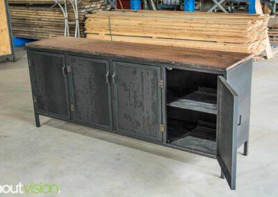 Houtvision-maatwerk-sloophout-hout-staal-meubelen-industrieel-stalen-deuren-kast-dressoir-hardhout-meerpalen-luxe-handgreepjes-blauwstaal-4