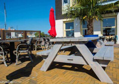 Houtvision-sloophout-Edge-woerden-restaurant-picknick-tafels-1