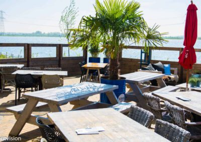 Houtvision-sloophout-Edge-woerden-restaurant-picknick-tafels
