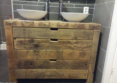 Houtvision-sloophout-badkamer-meubel-oud