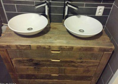 Houtvision-sloophout-badkamer-meubel-oude-balken-robuust