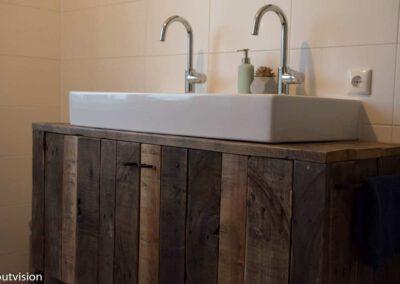 Houtvision-sloophout-badkamermeubel-industrieel