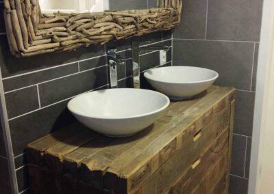Houtvision-sloophout-badkamermeubel-oude-balken