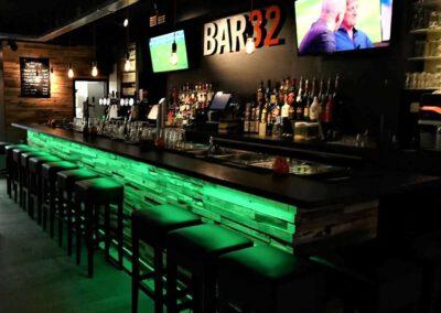 Houtvision-sloophout-bar-bar32-restaurant-grenen-houtstrips-portugal-bekleding-2