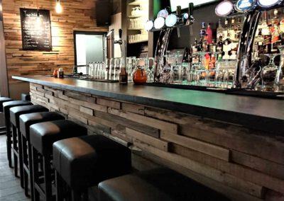 Houtvision-sloophout-bar-bar32-restaurant-grenen-houtstrips-portugal-bekleding-4