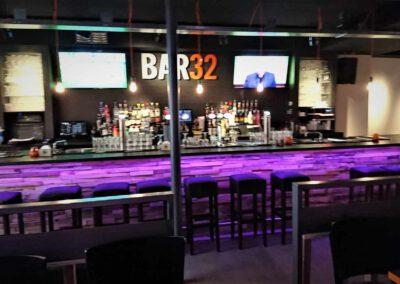 Houtvision-sloophout-bar-bar32-restaurant-grenen-houtstrips-portugal-bekleding