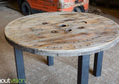 Houtvision-sloophout-kabelhaspel-eettafel-maatwerk-poten-stalen-staal-8x8-kokerprofiel-haspel-schijf-gebruikt-tafelblad-1
