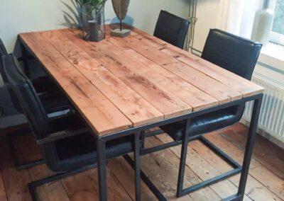 Houtvision-sloophout-maatwerk-eettafel-industrieel-staal-3x3-koker-blank