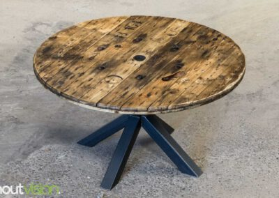 Houtvision-sloophout-maatwerk-industriële-meubelen-hout-staal-eettafel-op-maat-oud-gebruikt-kabelhaspel-rond-matrix-tafelpoten-1