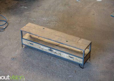 Houtvision-sloophout-maatwerk-industriële-meubelen-hout-staal-tv-meubel-op-maat-oud-gebruikt-steigerhout-frans-eiken-eikenhout-laden-11