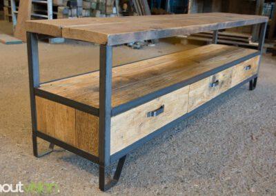Houtvision-sloophout-maatwerk-industriële-meubelen-hout-staal-tv-meubel-op-maat-oud-gebruikt-steigerhout-frans-eiken-eikenhout-laden-20