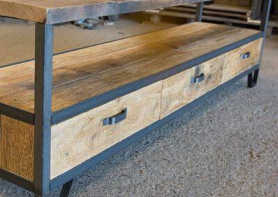 Houtvision-sloophout-maatwerk-industriële-meubelen-hout-staal-tv-meubel-op-maat-oud-gebruikt-steigerhout-frans-eiken-eikenhout-pa