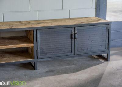 Houtvision-sloophout-maatwerk-industriële-meubelen-hout-staal-tv-meubel-op-maat-oud-gebruikt-steigerhout-stalen-deuren-1