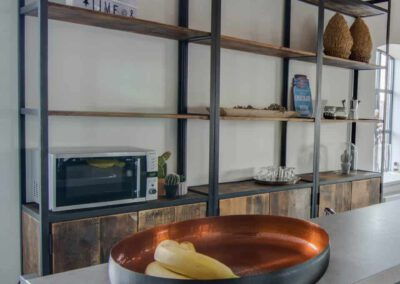 Houtvision-sloophout-maatwerk-kast-hoekprofiel-kaasplanken-oud-hout-wandkast-10
