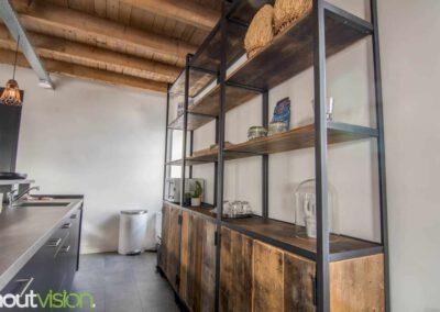 Houtvision-sloophout-maatwerk-kast-hoekprofiel-kaasplanken-oud-hout-wandkast-6