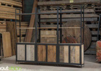 Houtvision-sloophout-maatwerk-kast-industrieel-hoekprofiel-wand-1