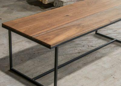 Houtvision-sloophout-maatwerk-meubelen-op-maat-industrieel-eettafel-salontafel-hout-stalen-onderstel-meerpalen-hardhout-luxe-basralocus-pa
