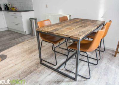 Houtvision-sloophout-maatwerk-tafel-eettafel-industrie-hout-industrieel-3x3-staal-4