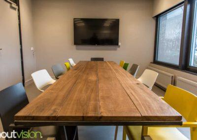 Houtvision-sloophout-meerpaal-basralocus-tafel-staal