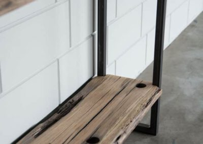 houtvision-sloophout-maatwerk-industriele-meubelen-hout-staal-sidetable-op-maat-oud-gebruikt-frans-eiken-eikenhout-4