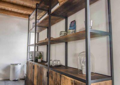 houtvision-sloophout-maatwerk-kast-hoekprofiel-kaasplanken-oud-hout-wandkast-industrieel-staal-productafbeelding