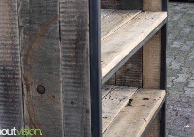 houtvision-sloophout-maatwerk-kast-industrieel-wagonplanken-boekenkast-dichte-zijwanden-staal-robuust-3