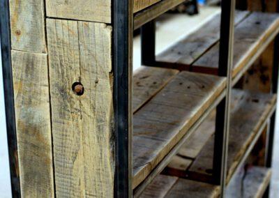 houtvision-sloophout-maatwerk-kast-industrieel-wagonplanken-boekenkast-dichte-zijwanden-staal-robuust-7