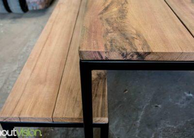 houtvision-sloophout-maatwerk-meubelen-meerpalen-basralocus-stalen-staal-poten-gepoedercoat-zwart-buitentafel-bank-tuin