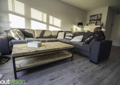 houtvision-sloophout-maatwerk-meubelen-op-maat-badding-balken-hout-zware-robuust-salontafel-staal-onderstel-frame-zwart-twee-laags-1
