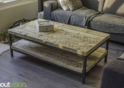 houtvision-sloophout-maatwerk-meubelen-op-maat-badding-balken-hout-zware-robuust-salontafel-staal-onderstel-frame-zwart-twee-laags-2