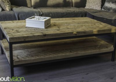 houtvision-sloophout-maatwerk-meubelen-op-maat-badding-balken-hout-zware-robuust-salontafel-staal-onderstel-frame-zwart-twee-laags-3