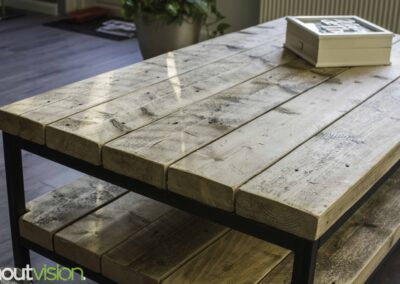 houtvision-sloophout-maatwerk-meubelen-op-maat-badding-balken-hout-zware-robuust-salontafel-staal-onderstel-frame-zwart-twee-laags-4
