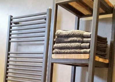 houtvision-sloophout-maatwerk-meubelen-op-maat-badkamermeubel-staal-badkamer-industrieel-badkamerkast-rek-handdoeken-pa