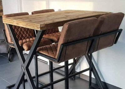 houtvision-sloophout-maatwerk-meubelen-op-maat-bartafel-steigerhout-staal-stalen-x-frame-kruispoten-industrieel-oud-gebruikt-hout-pa