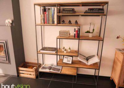houtvision-sloophout-maatwerk-meubelen-op-maat-gebruikt-hout-kast-boeddha-vakken-industriele-vakkenkast-ontspijkerde-pallet-planken-staal-frame-2