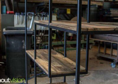 houtvision-sloophout-maatwerk-meubelen-op-maat-gebruikt-hout-kast-boeddha-vakken-industriele-vakkenkast-ontspijkerde-pallet-planken-staal-frame-4