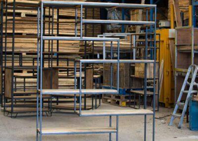 houtvision-sloophout-maatwerk-meubelen-op-maat-gebruikt-hout-kast-boeddha-vakken-industriele-vakkenkast-ontspijkerde-pallet-planken-staal-frame-5