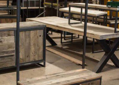 houtvision-sloophout-maatwerk-meubelen-op-maat-industrieel-kapstok-hal-gang-bankje-lades-staal-pallet-planken-pallethout-1