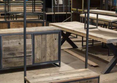 houtvision-sloophout-maatwerk-meubelen-op-maat-industrieel-kapstok-hal-gang-bankje-lades-staal-pallet-planken-pallethout-2