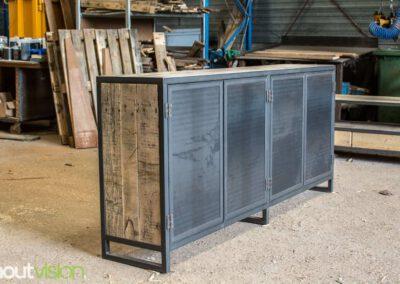 houtvision-sloophout-maatwerk-meubelen-op-maat-industrieel-kast-dressoir-industrie-hout-oud-gebruikt-stalen-deuren-staal-frame-1