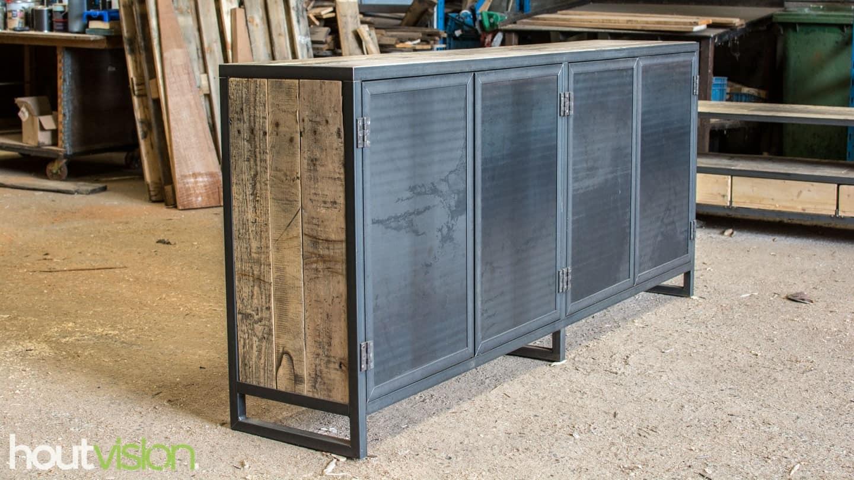 Meubelen uitgelicht: Stoere meubelen met Stalen deuren!