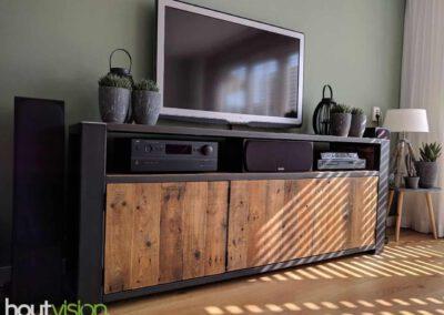 houtvision-sloophout-maatwerk-meubelen-op-maat-industrieel-oud-gebruikt-hout-pallethout-stalen-frame-stoer-uniek-kast-dressoir-tv-meubel-universeel-1