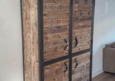 houtvision-sloophout-maatwerk-meubelen-op-maat-industrieel-staal-pallet-hout-wijnrek-dichte-deuren-pallethout-kast-2