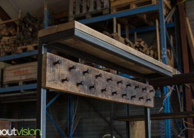 houtvision-sloophout-maatwerk-meubelen-op-maat-kapstok-hal-gang-bank-jassen-slotbouten-oud-hout-gebruikt-staal-stalen-frame-industrieel-3