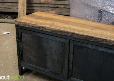houtvision-sloophout-maatwerk-meubelen-op-maat-kast-dressoir-tv-meubel-stalen-deuren-deurtjes-staal-industrieel-blauwstaal-warmgewalst-1-1